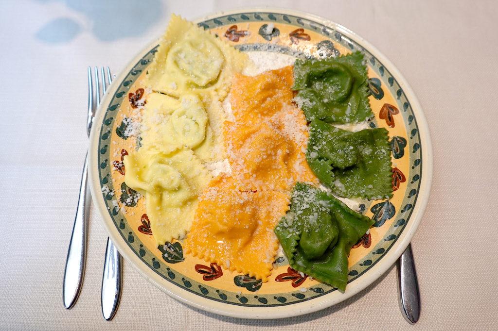 3種のトルテッリの盛り合わせ。リストランテ・ガッロ・ドーロ、パルマ