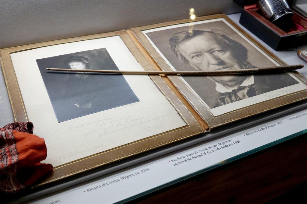 ワーグナーの肖像と指揮棒、パルマ